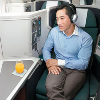 New business class seats on Cathay Pacific, we compare CX vs SIA