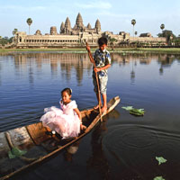 Angkor temple guide, kids boating in the Angkor Wat moat