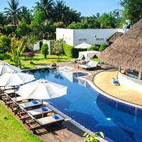 Navutu Dreams Resort poolside
