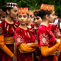 Yerevan fun guide, dancers in folk costume