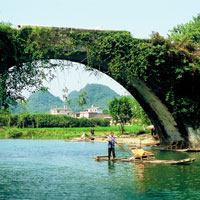 Yangshuo fun guide, old bridge across stream