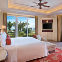 Haitang Bay resorts review, Royal Begonia room decor