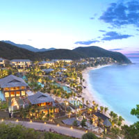 Mandarin Oriental aerial view, top quality hideaway for romance or with kids
