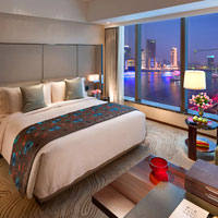 Mandarin Oriental Pudong is a classy retreat for business travellers and long stay visitors - Deluxe Room