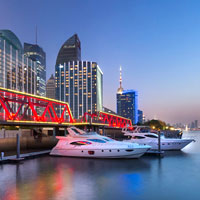 Try a yacht cruise down the Hwang Pu from Mandarin Oriental