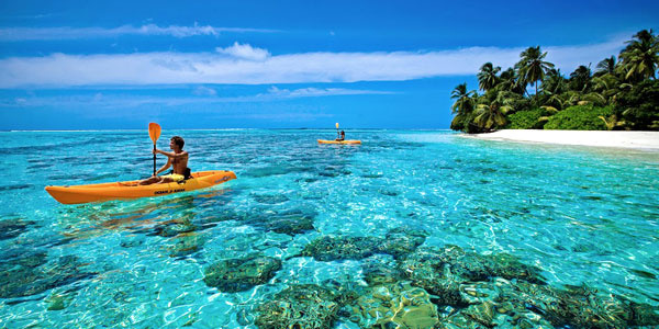 Maldives resorts review and fun guide, kayaking above the coral