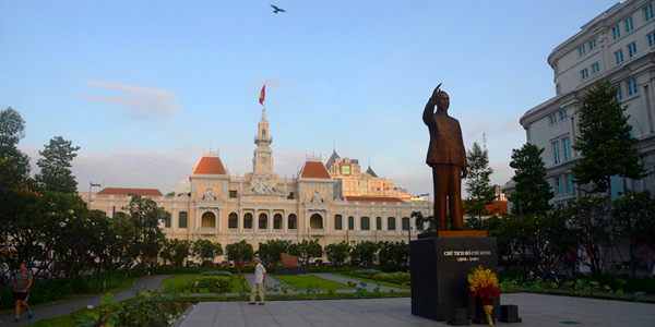 Saigon fun guide and business hotels review, sunrise at City Hall