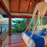 Fiji romantic resorts, Royal Davui bed with a view
