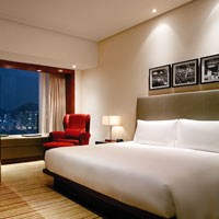 Top Hong Kong business hotels in TST, Hyatt Regency Harbourview king bed