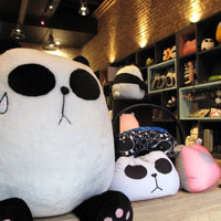 HK fun shopping in Wanchai, pandas at Mallory St Comix Home Base