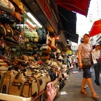 Hong Kong shopping guide, Wanchai Market handbags