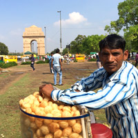 New Delhi fun guide, 'chaat' vfendor near India Gate