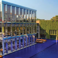 Best Gurgaon business hotels, Oberoi pool