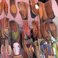 Jaipur shopping guide, mojari shoe stall