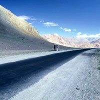 Ladakh guide, arrow straight roads