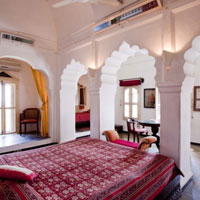 Rajasthan palace hotels, the striking Neemrana Fort-Palace