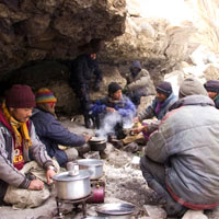 Zanskar winter treks, lunch en route