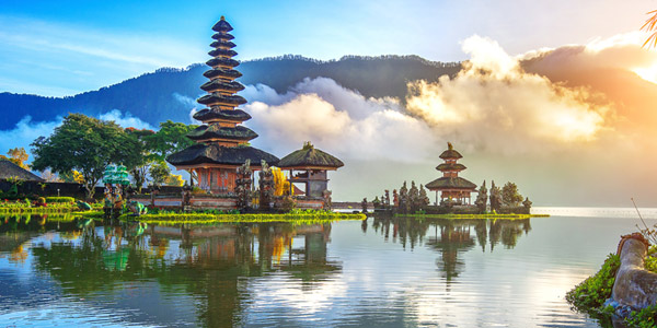 Bali resorts review from luxury to boutique - sun catches the clouds at Lake Bratan
