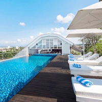 Bali child friendly hotels, Jambuluwuk Oceano Seminyak rooftop pool