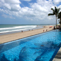 Top Bali resorts, The Legian's beachfront pool