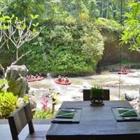 Romantic wedding in Ubud at Royal Pita Maha