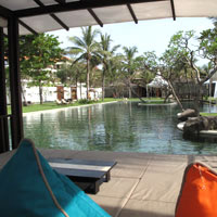 Seminyak resorts review, Samaya poolside lounge