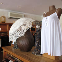 Bali shopping guide, Uluwatu is a good choice for embroidered cotton