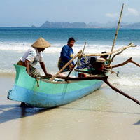 Lombok guide to beaches and family fun - fishermen prepare catamaran for sea