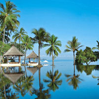 Lombok hotels review, Oberoi pool reflections