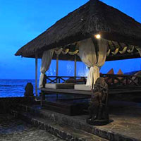 Lombok spa resorts, Puri Mas bale by the sea shore