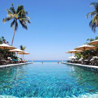 Lombok spa resorts, Puri Mas pool by the sea shore
