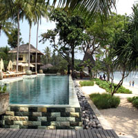 Lombok resorts review, Qunci seafront pool