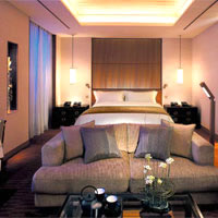 Tokyo business hotels, rooms at The Peninsula Tokyo vs Imperial