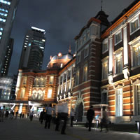 Tokyo guide, the revamped Tokyo Station at night