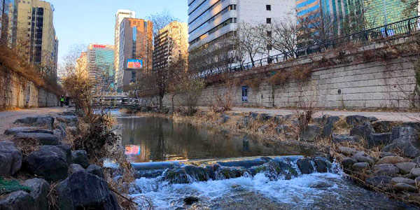 Seoul fun guide and business hotels review - Cheonggecheon Canal