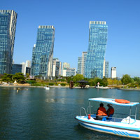 Songdo city guide for families, boating at Central Park