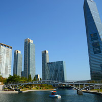 Songdo fun guide, NEATT tower soars at far right above Central Park lake