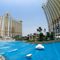 Macau fun guide, Galaxy wave pool is a huge childe-friendly area