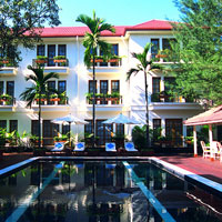 Yangon hotels review, Savoy poolside