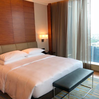 Grand Hyatt woody room vs Shangri-La Fort BGC