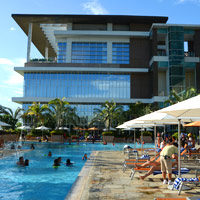 Manila family friendly hotels, Solaire, poolside