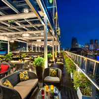 Singapore nightlife and cool bars from The Manhattan Bar to