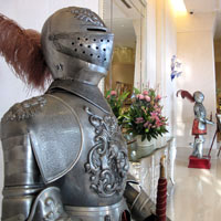 Taipei fun guide, Knights in armour at Miramar Garden