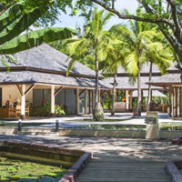 Sheraton Hua Hin Pranburi offers lawns and manicured green