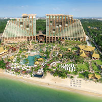 Pattaya fun hotels for kids, Centara has a Lost World Theme