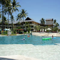 Phuket child-friendly resorts, Outrigger is a good choice