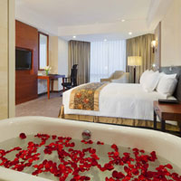 Hanoi business hotels, Crowne Plaza rose petal bathtub