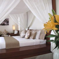 Vietnam resorts, four poster bed luxury at Princess d'Annam