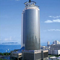 Qingdao business hotels. Crowne Plaza is briskly efficient