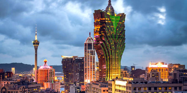 A detailed Macau fun guide with a Macau casino hotels review, a look at  child-friendly hotels, dining, cool bars, nightlife and some luxury shopping